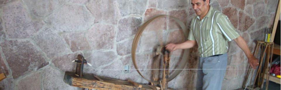 Proceso de rescate del Sarape de Saltillo - Torsión del hilo en rueca