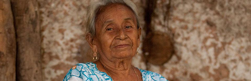 Artesana. Fibra vegetal. Yucatán.