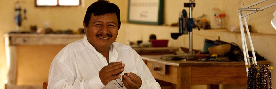 Esteban Aván Montejo. Joyería de cocoyol y plata. Izamal, Yucatán.