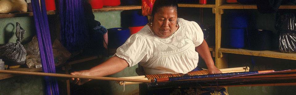 Cecilia Bautista Caballero . Textiles.  Paracho, Michoacán.