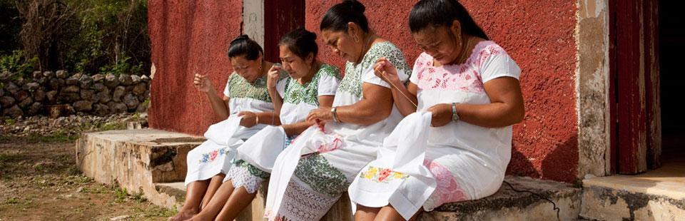 Taller de bordado a mano en Xaya, Yucatán.