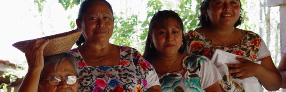 Taller-tienda de piezas de arte popular de henequén en Yucatán.