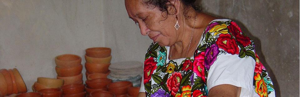 Artesana de barro en Yucatán.