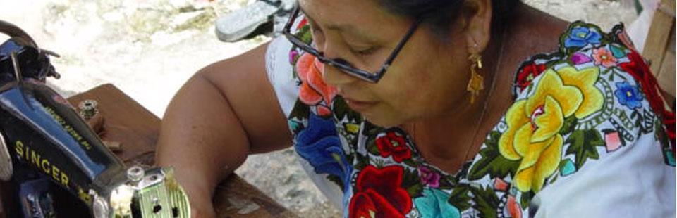 Taller de bordado a máquina en Yucatán.