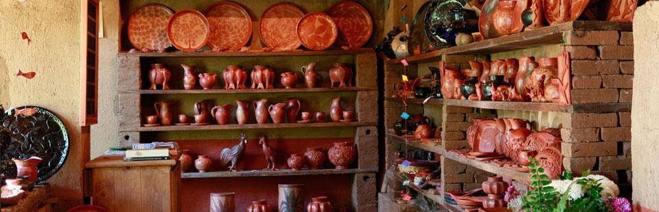 Taller de barro bruñido y vidriado, Santa Fe de la Laguna, Michoacán