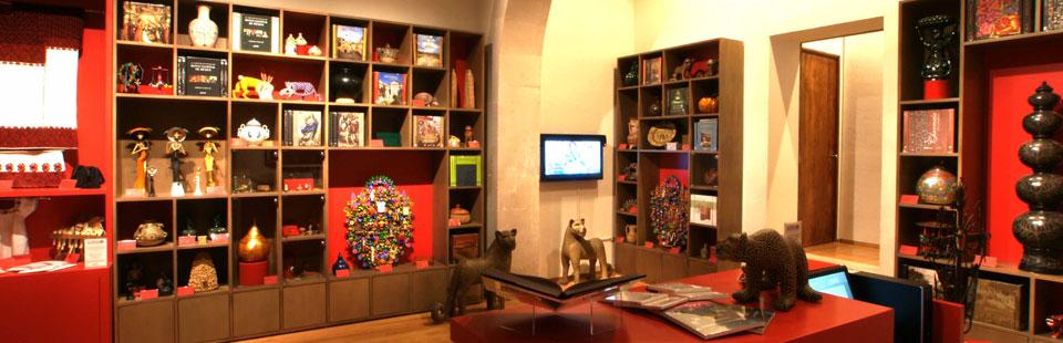 Tienda - librería en el Palacio del Conde del Valle de Súchil.  Durango, Durango.
