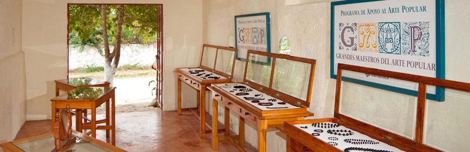 Exhibidor del taller de Cocoyol. Izamal, Yucatán.