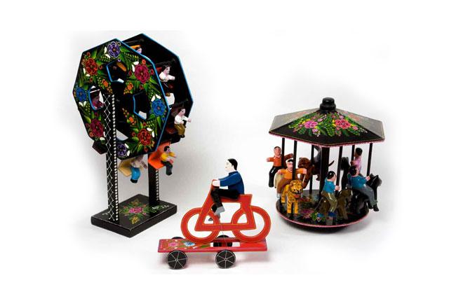 Pablo Dolores Regino | Carrusel y rueda de la fortuna, 1997 |  Madera tallada y laqueada | Temalacatzingo, Guerrero.
