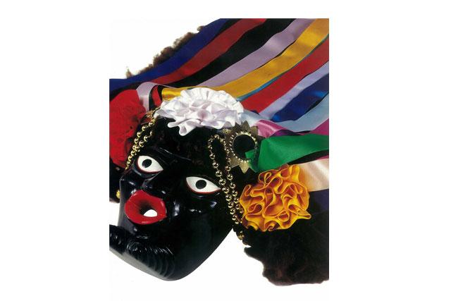 Victoriano Salgado Morales | Máscara del negrito, 1996 | Madera tallada y maqueada | Uruapan, Michoacán.