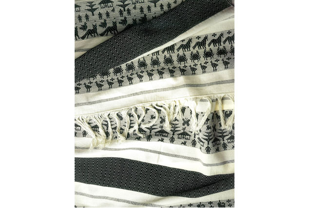 Justina Oviedo Rangel | Rebozo, 1997 | Algodón brocado, tejido en telar de cintura | San Mateo del Mar, Oaxaca.