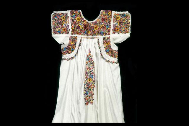 Faustina Sumano García | Vestido, 1996 | Algodón bordado | San Juan Chilateca, Oaxaca.